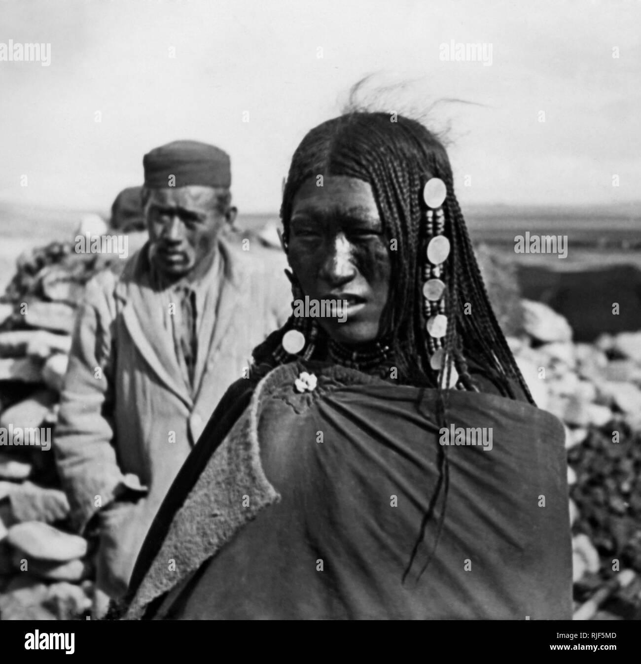 Mujer tibetana, expedición italiana en el Tibet, 1920-30 Foto de stock