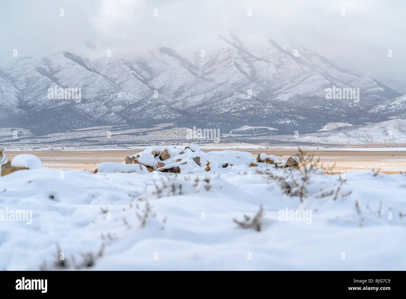 Lowe Pico en Eagle Mountain Utah durante el invierno Foto de stock