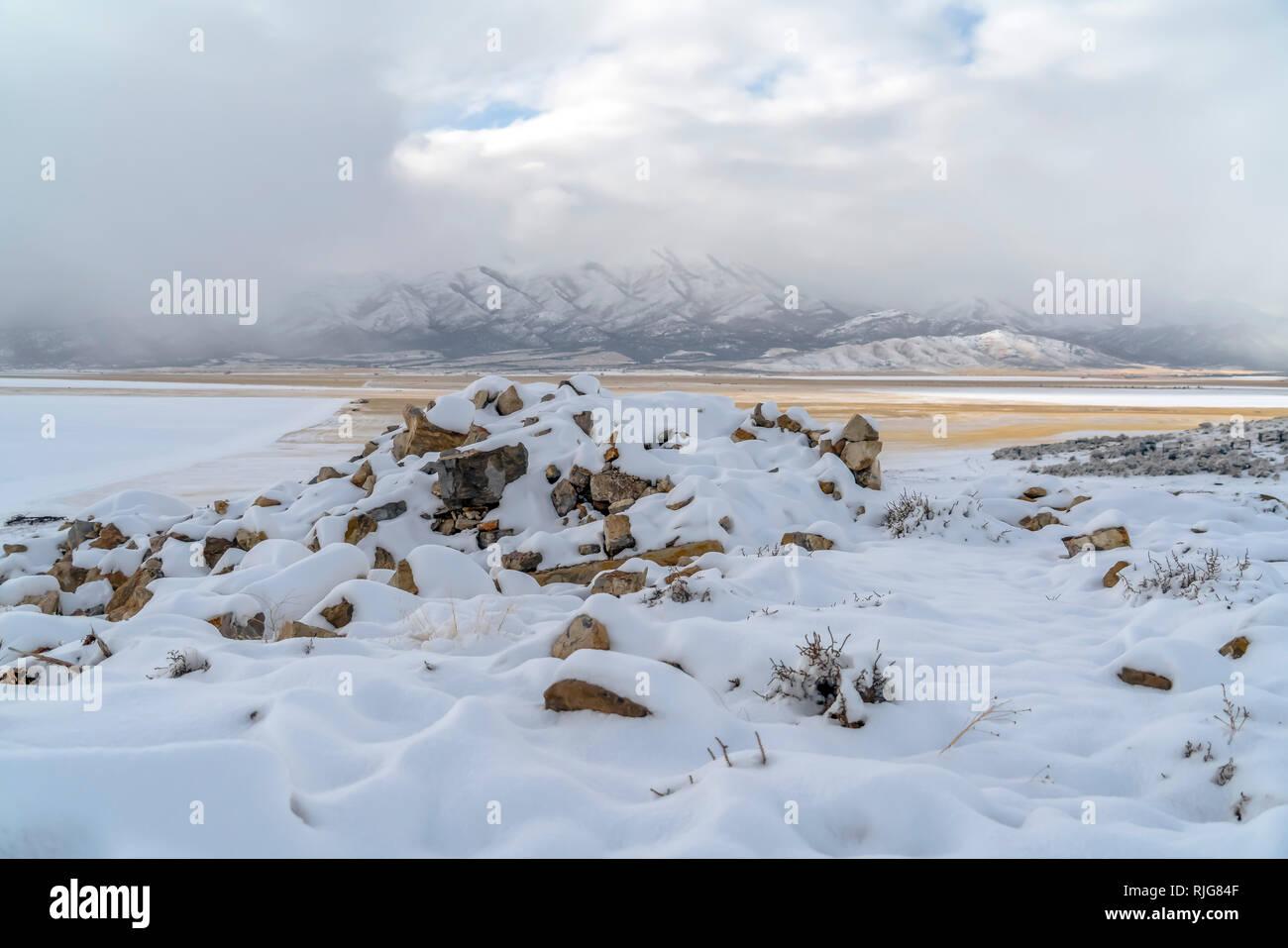 Nevados de rocas y nevados picos Lowe en Utah Foto de stock