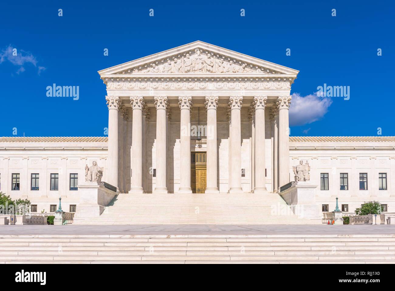 Edificio de la Corte Suprema de los Estados Unidos al anochecer, en Washington DC, Estados Unidos. Foto de stock
