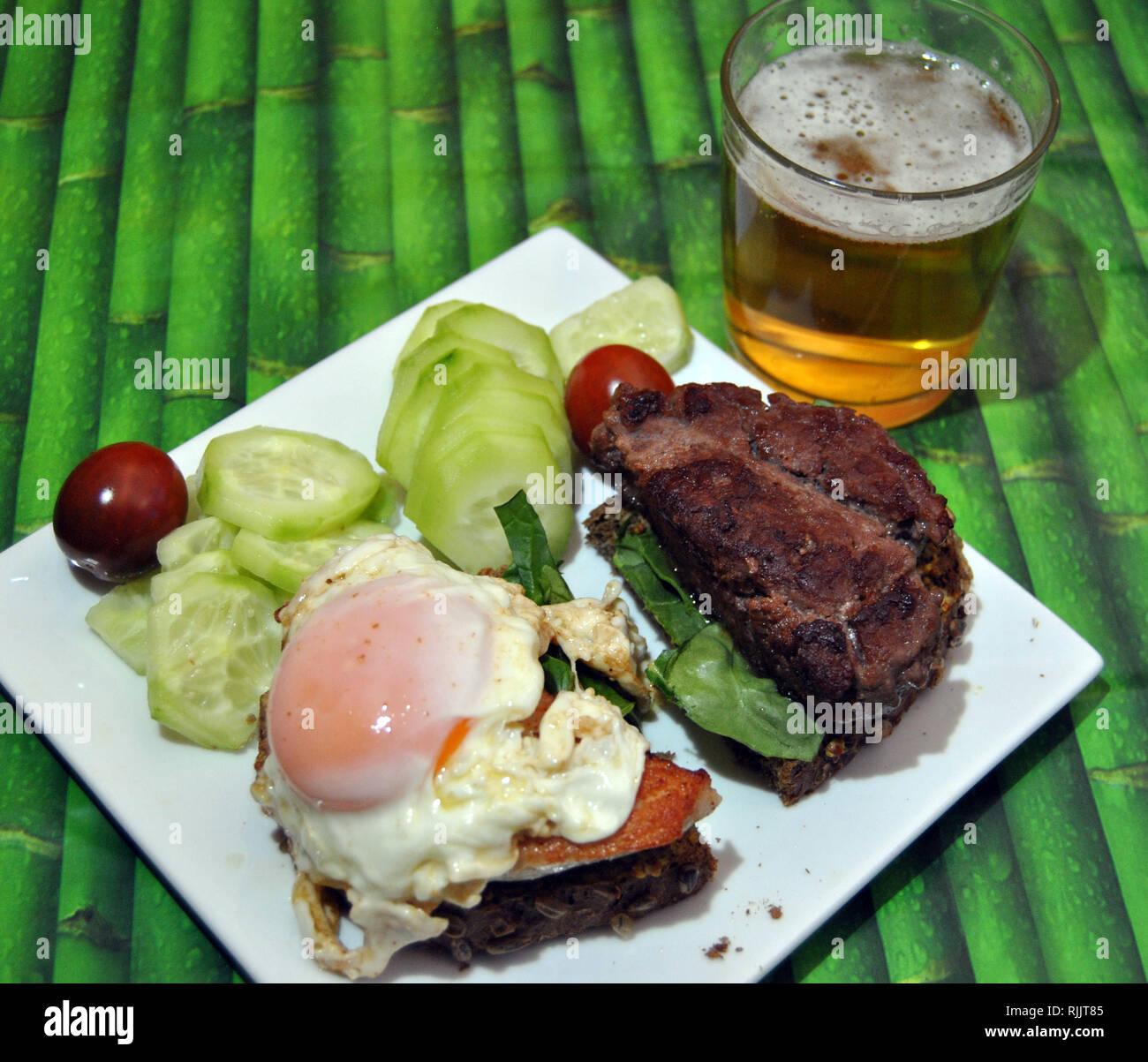 Hamburguesa casera Imagen De Stock