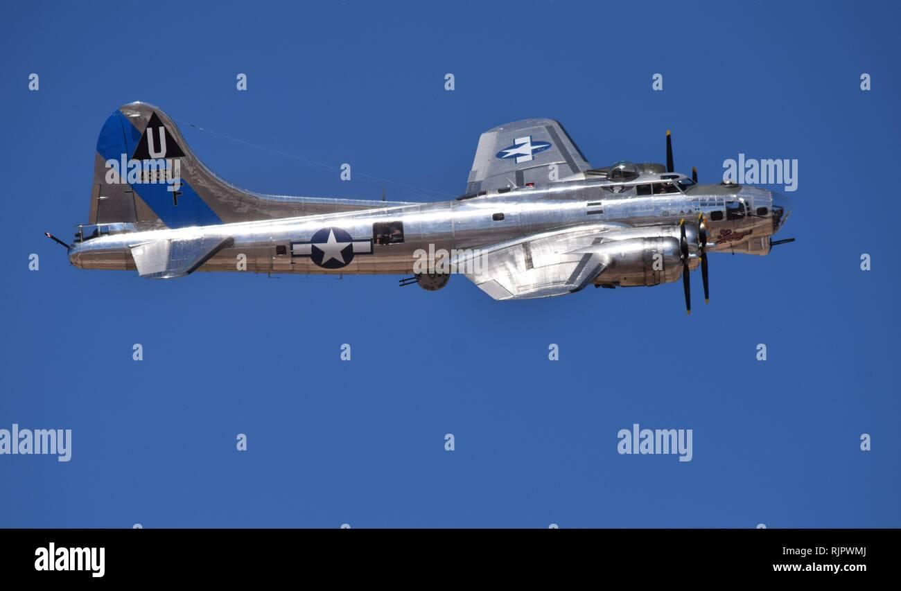 Un bellamente restaurado de la II Guerra Mundial era el bombardero B-17 vuela a Lucas Días en Arizona en 2018 Foto de stock