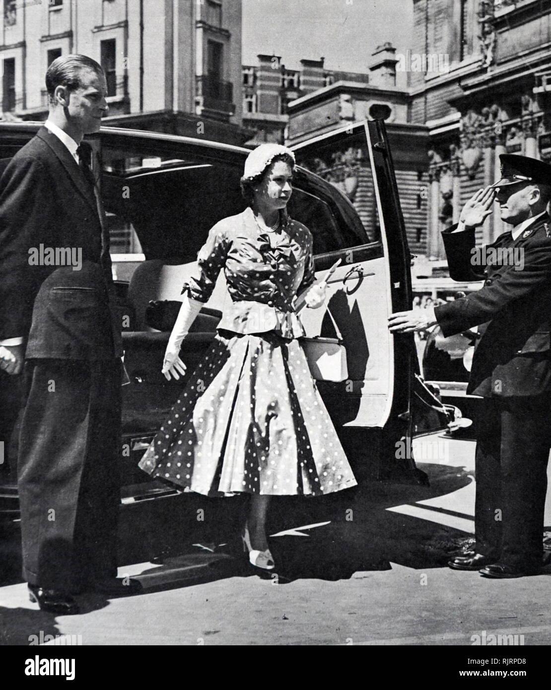 La reina Isabel II y el Duque de Edimburgo, llegando a la Abadía de Westminster, para ? Día de la coronación, el ensayo de 1953 Imagen De Stock
