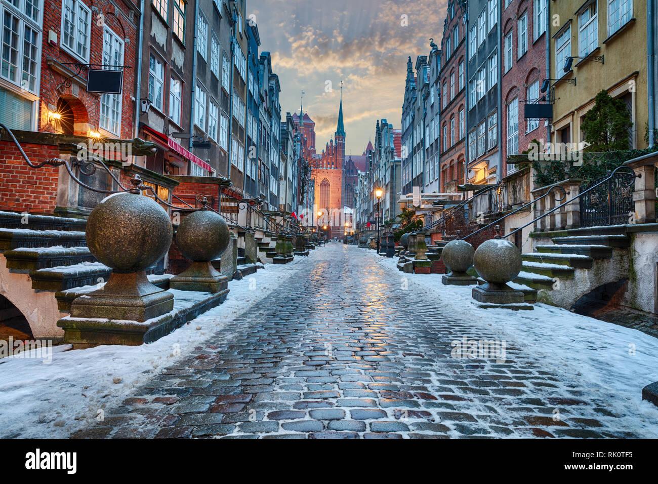 La calle Mariacka de Gdansk, hermosa vista de invierno, ningún pueblo Foto de stock