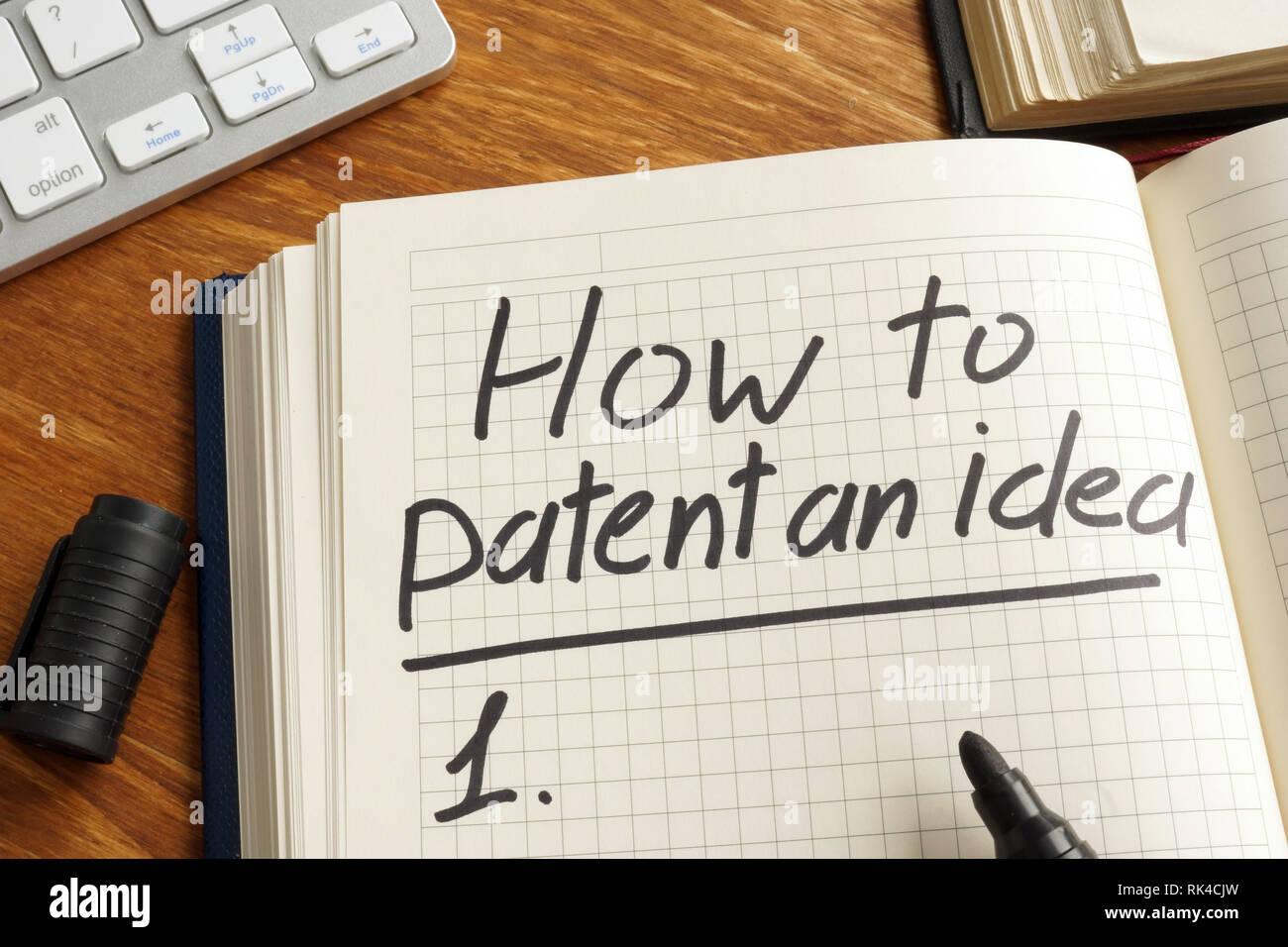 Cómo patentar una idea, escrito en la nota. La ley de derechos de autor. Foto de stock