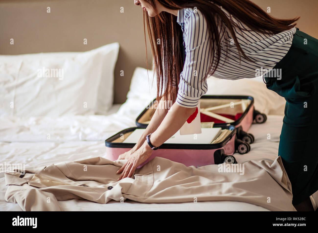 202ee060c Falda Elegante Imágenes De Stock & Falda Elegante Fotos De Stock - Alamy