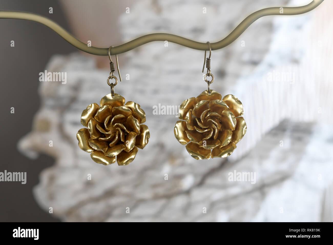 talla 40 f8cd3 c67d4 Vintage aretes de bronce en forma de flor en la piedra ...