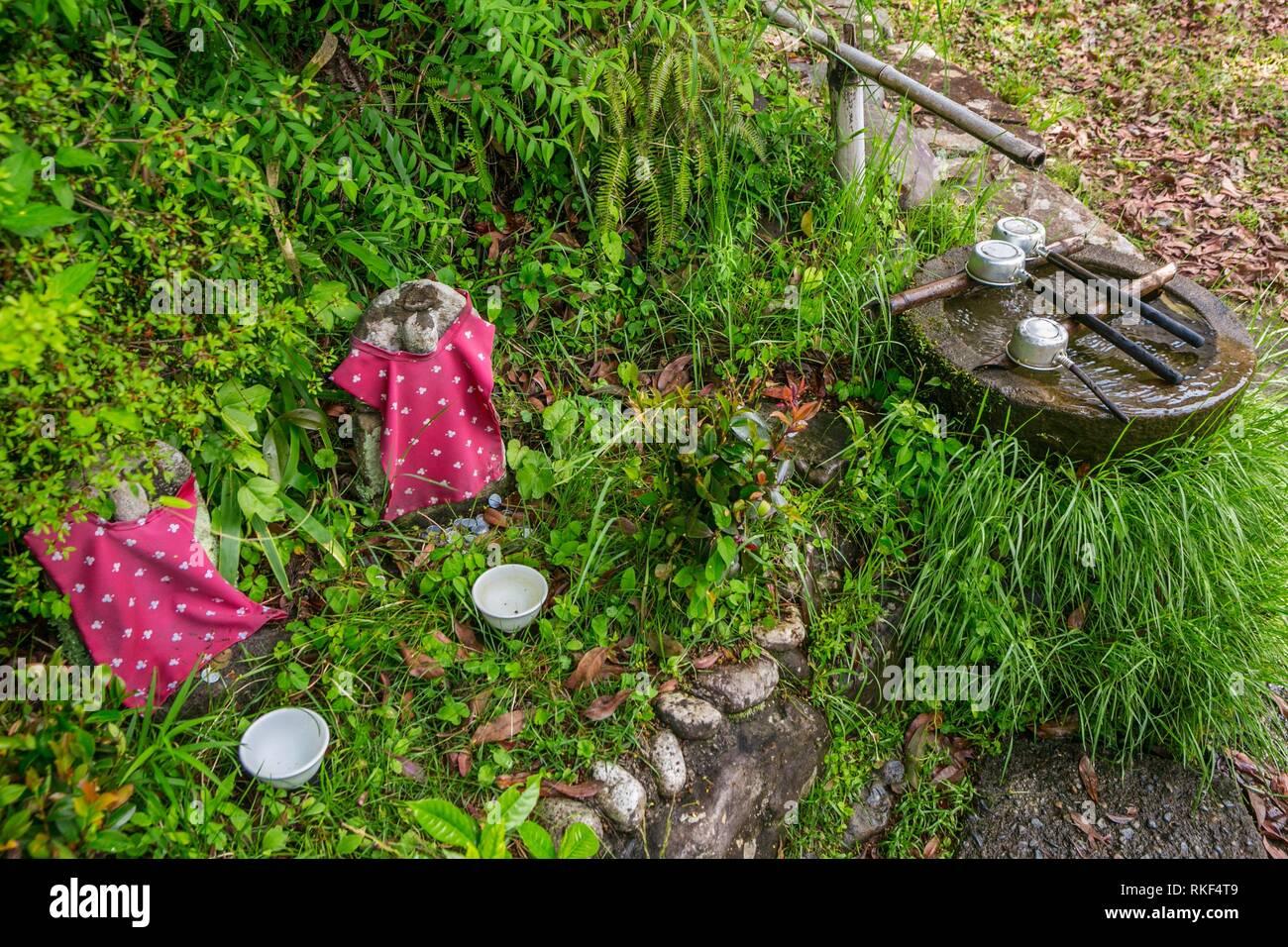 Kumano Kodo camino de santiago de compostela. Mizunomi-oji. Fuente de agua. Nakahechi. La Prefectura de Wakayama. La Península de Kii. Región de Kansai. Isla Honshü. UNESCO World Imagen De Stock