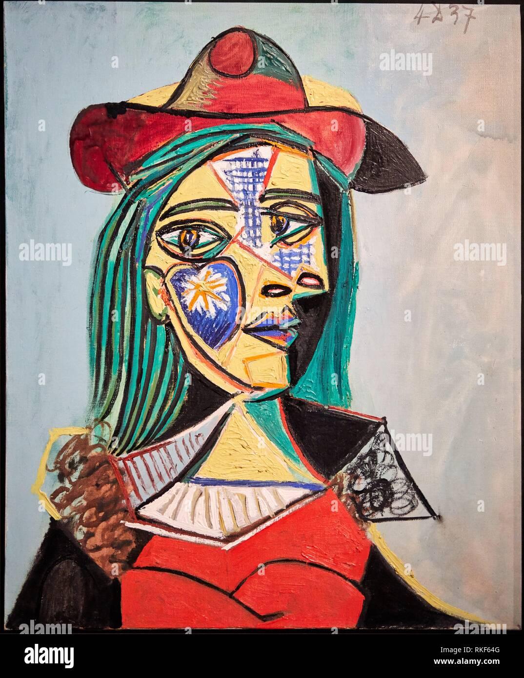 '''Mujer con sombrero y cuello de piel (Marie-Thérèse Walter)'', de 1937, Pablo Picasso, el Museo Nacional de Arte de Catalunya, Museu Nacional d Art de Catalunya. Imagen De Stock