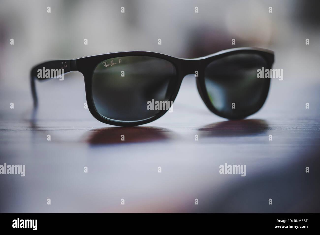 9facbf6894 Gafas De Sol Recetadas Imágenes De Stock & Gafas De Sol Recetadas ...