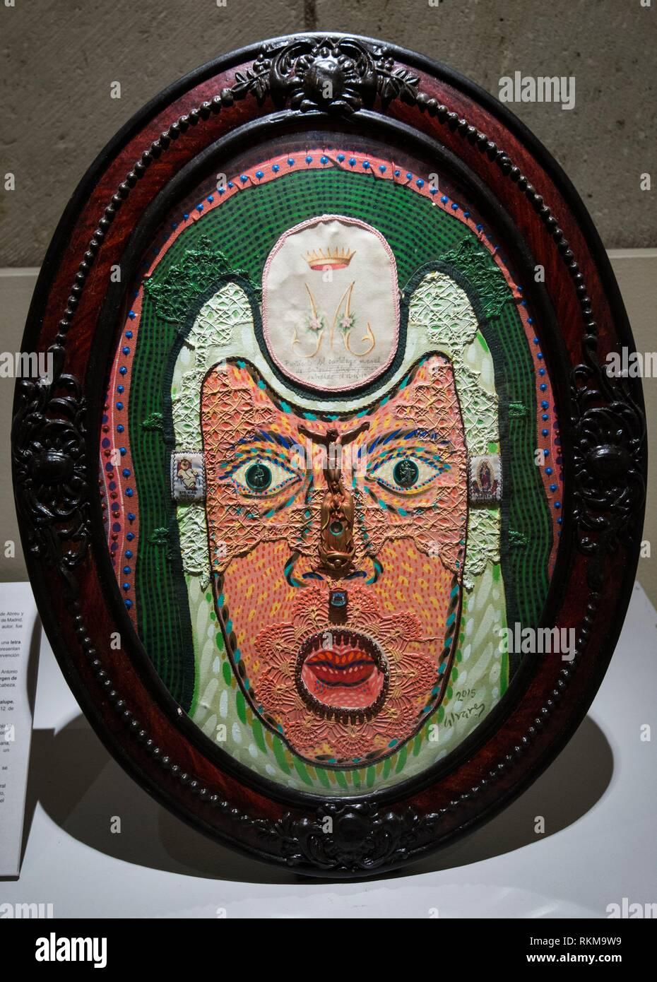 Arte por Antonio Alvarez Moran, en la exposición, Engano Colorido, contemporáneo de retratos de monjas, Museo de la iglesia y el ex convento de Santo Imagen De Stock