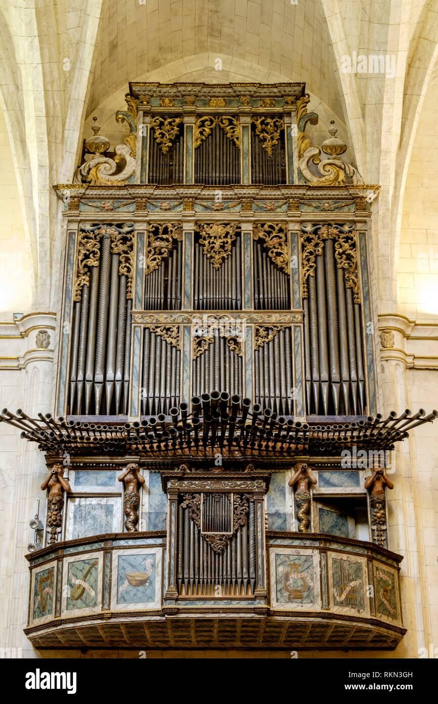 Órgano de la Iglesia de la parroquia, la Iglesia de Sant Miquel, siglos XVI y XVII ,varios estilos arquitectónicos, predominado el neogótico, Felanitx, Imagen De Stock