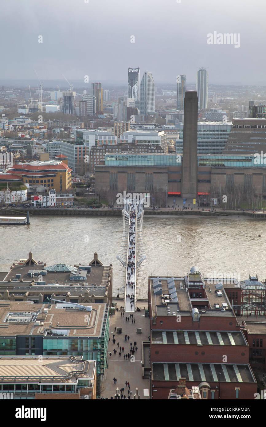 Vista desde la Catedral de San Pablo, mirando hacia el río Támesis y el Tate Modern. Foto de stock