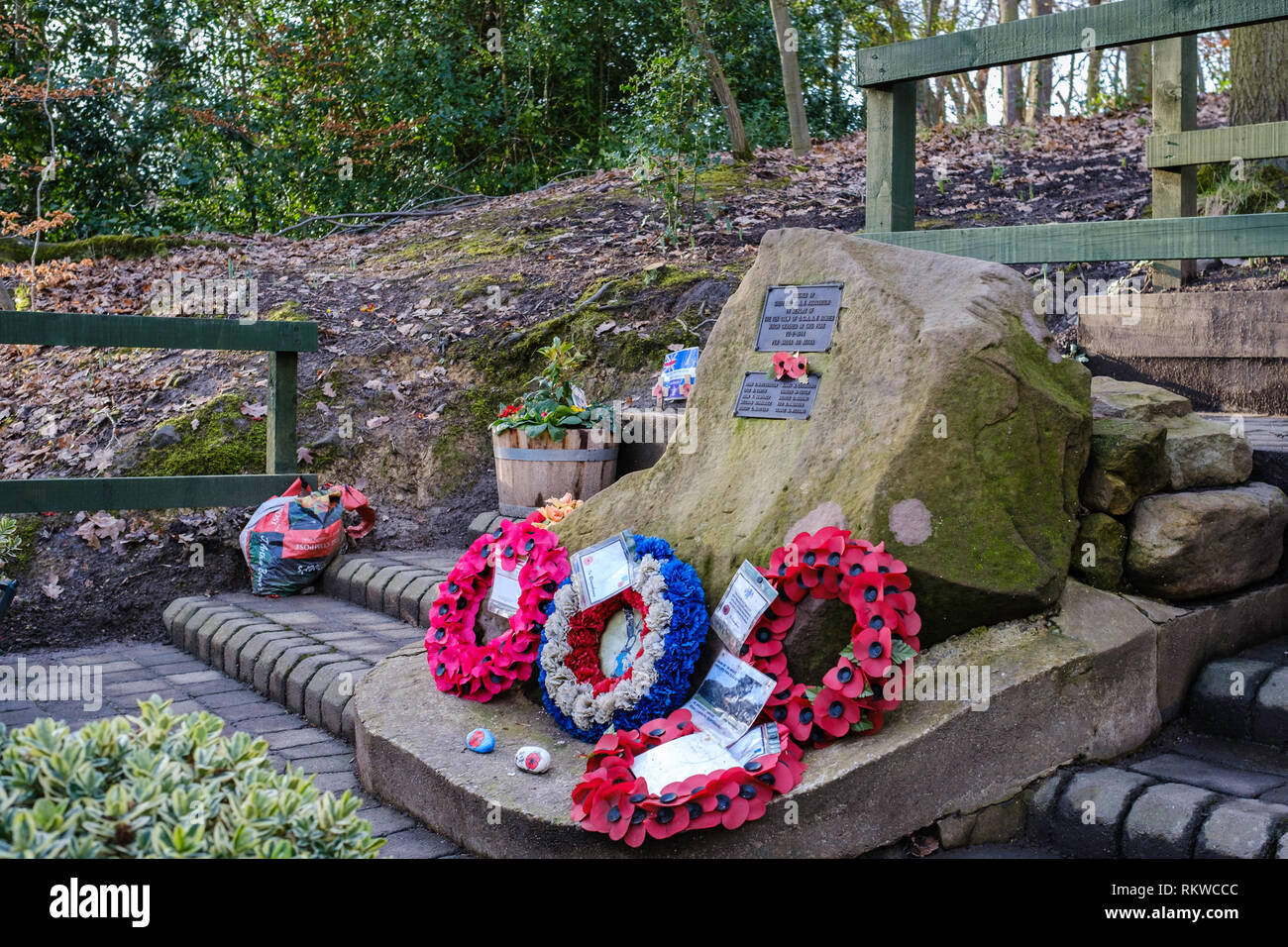 Monumento a 10 aviadores en Mi Amigo B17 Flying Fortress que se estrelló en el Parque Endcliffe, Sheffield, en febrero de 1944 Imagen De Stock
