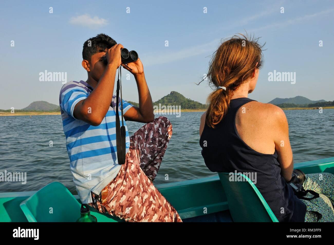 Viaje en barco por el lago Samudraya Senanayake, Gal Oya, Parque Nacional de Sri Lanka, el subcontinente indio, el sudeste de Asia. Imagen De Stock