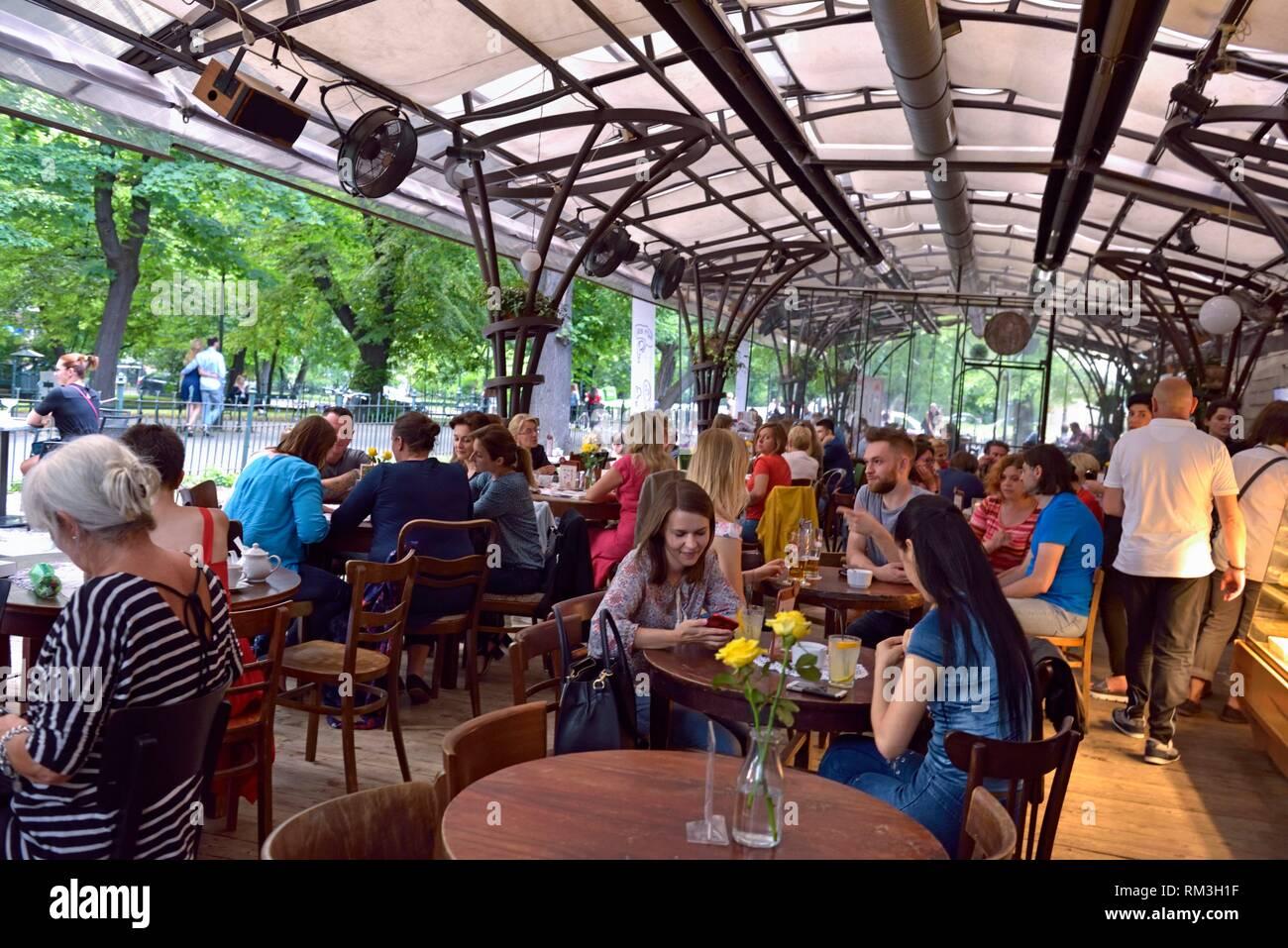 Bunker Café Con Terraza En El Centro De Los Jardines Planty