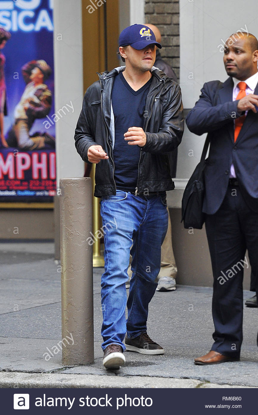 Exclusiva New York Ny Leonardo Dicaprio Mantiene Su Gorra De
