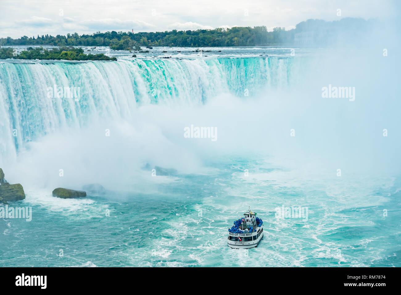 Toronto, 29 SEP: Cerca de la hermosa caída de herradura con nave cercana en Septiembre 29, 2018 en Toronto, Canadá Foto de stock