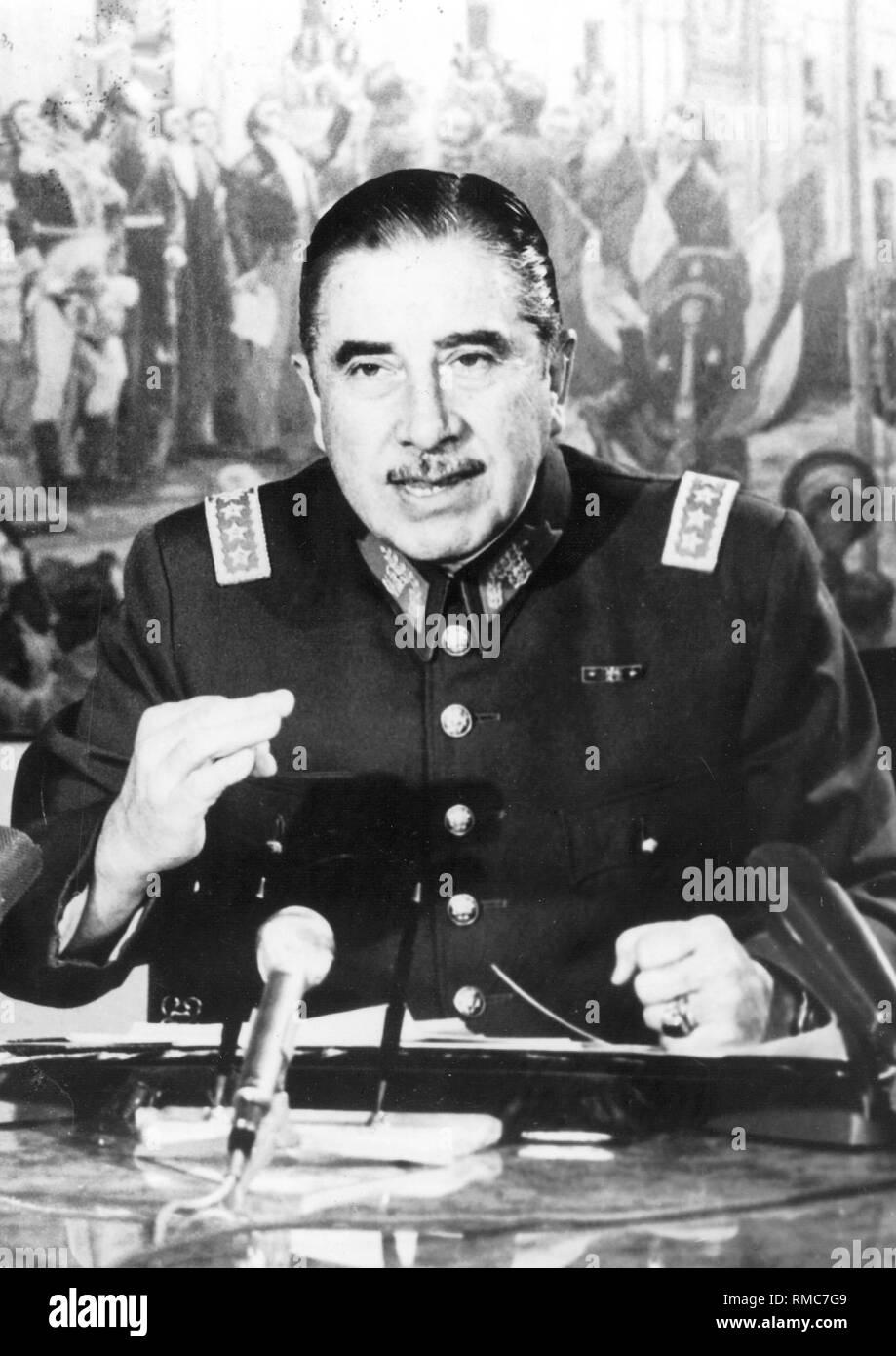 Augusto Pinochet Presidente De Chile Fotografia De Stock Alamy
