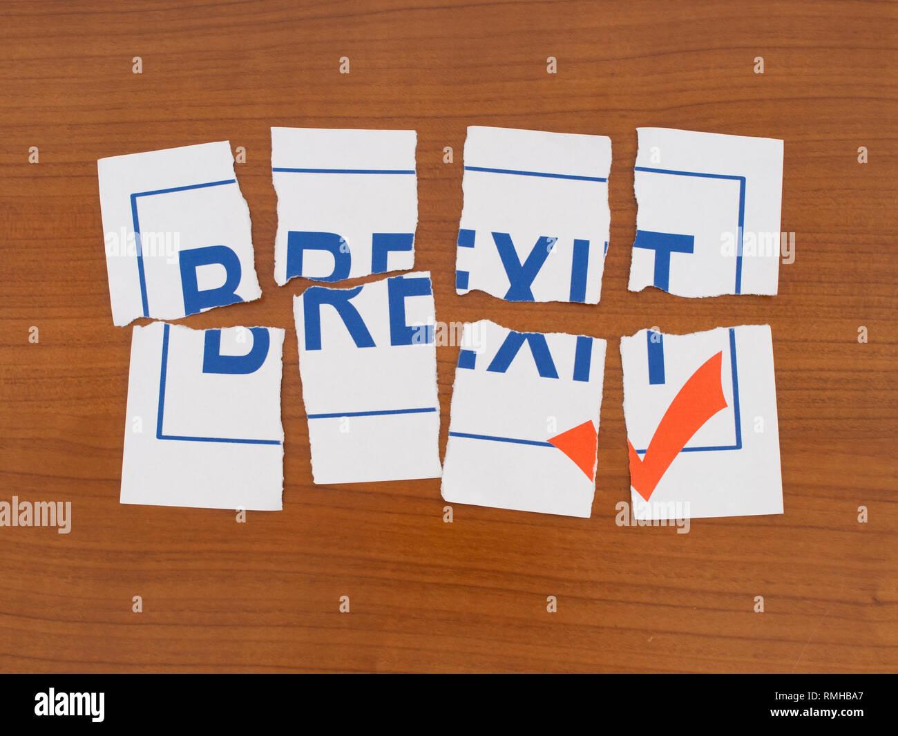 Brexit en jirones, puzzle. La política de la UE en el Reino Unido la metáfora o concepto. Imagen De Stock