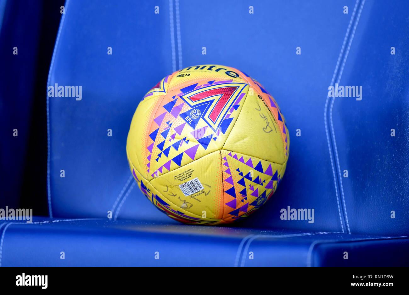 Una vista general de una mitra balón oficial en un asiento en el cielo  apuesta partido 7c9cd5f8cdd81