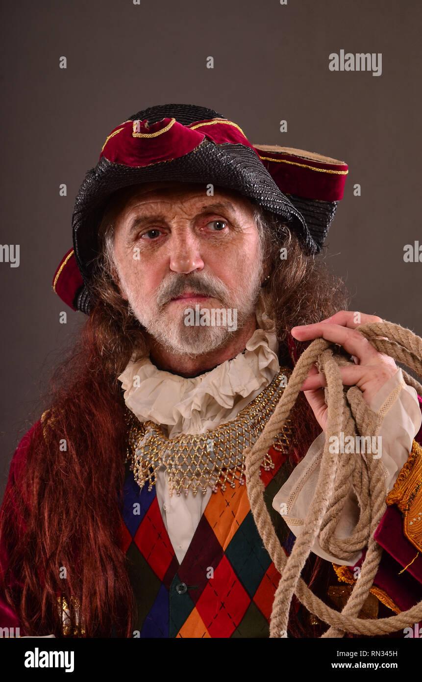 Pelirroja viejo capitán pirata con una cuerda, retrato, Foto de estudio Imagen De Stock