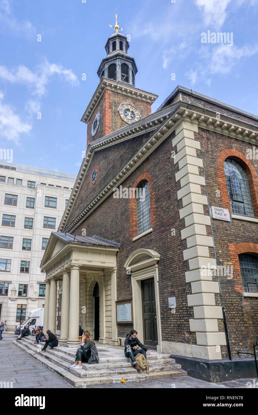 San Pedro, Vere Street en Marylebone fue diseñado por James Gibbs en 1722. Ahora desconsagrada y casas Instituto de Londres para el cristianismo contemporáneo. Foto de stock