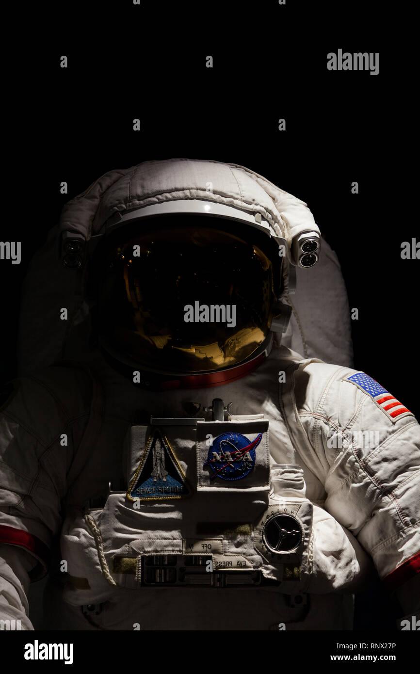 Traje de astronauta de la NASA, en exhibición en la galería de Minolta, Shinjuku, Tokio, Japón el viernes 31 de enero de 2014 Foto de stock