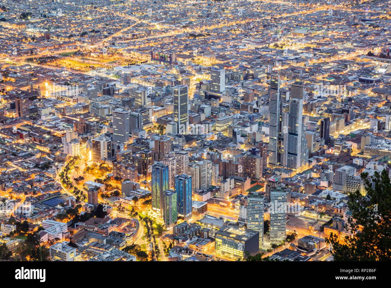 Colombia, Bogotá, el Distrito Central de Negocios de la capital al atardecer Imagen De Stock