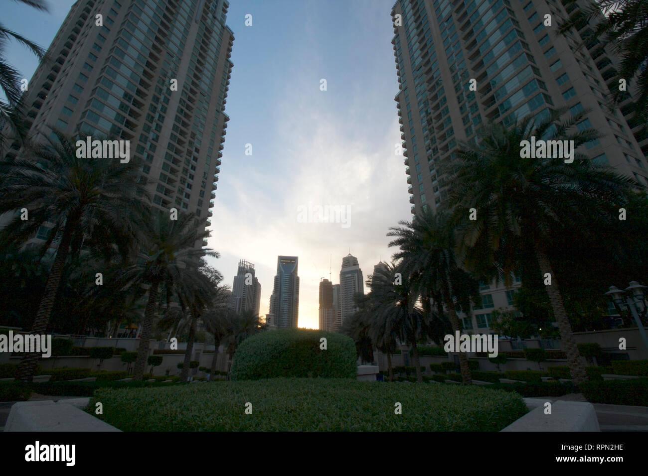 Murjan Dubai-Al Marina Towers en Sunset Imagen De Stock
