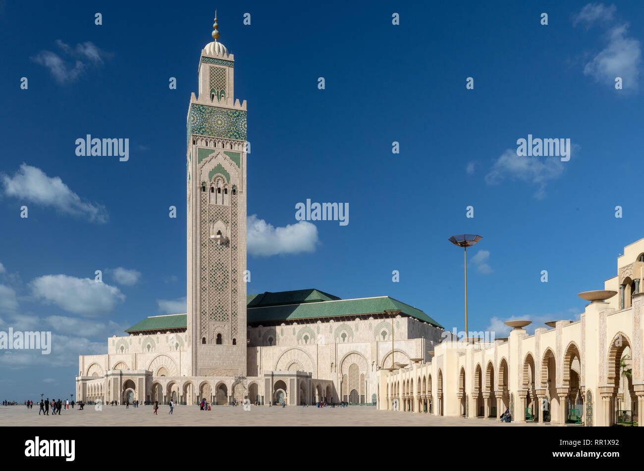 Y minarete de la Mezquita Hassan II, Casablanca, Marruecos Foto de stock