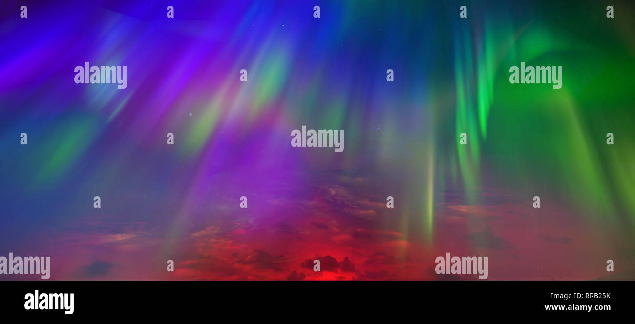 Las luces del norte, el cielo de cerca. Todos los colores son razhugi. Gran vista. Toda la paleta de colores en el mismo cielo Imagen De Stock
