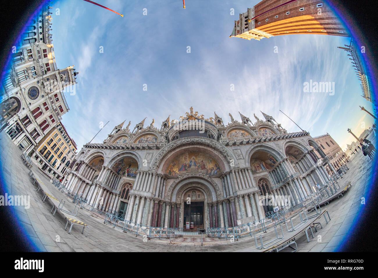 Una vista de ojo de pez de la Basílica de San Marcos en Venecia. A partir de una serie de fotos de viaje en Italia. Foto Fecha: Martes, 12 de febrero de 2019. Foto: Roger Garfield Foto de stock