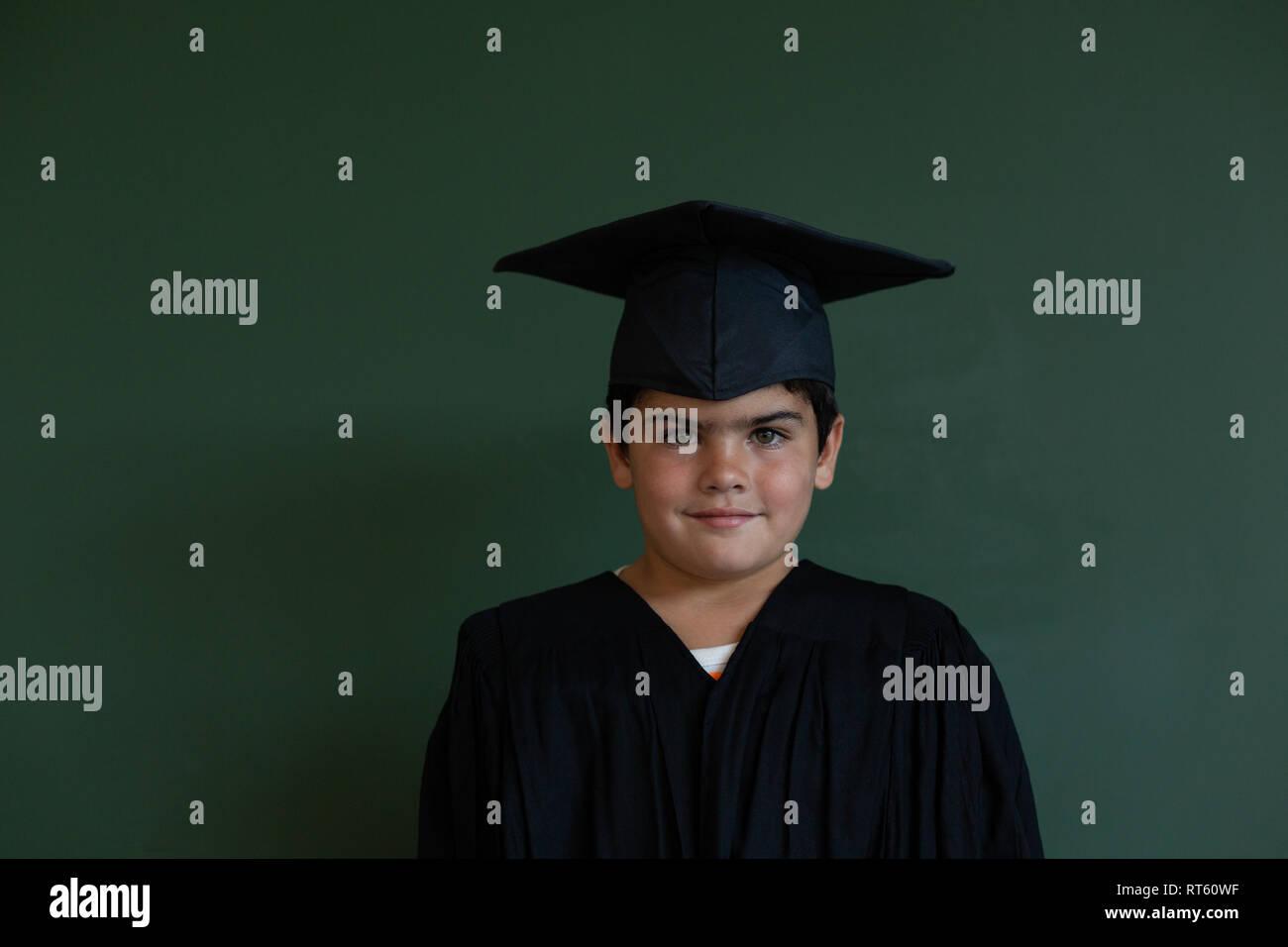 4f0a49fe0 Vestido De Graduación Imágenes De Stock   Vestido De Graduación ...