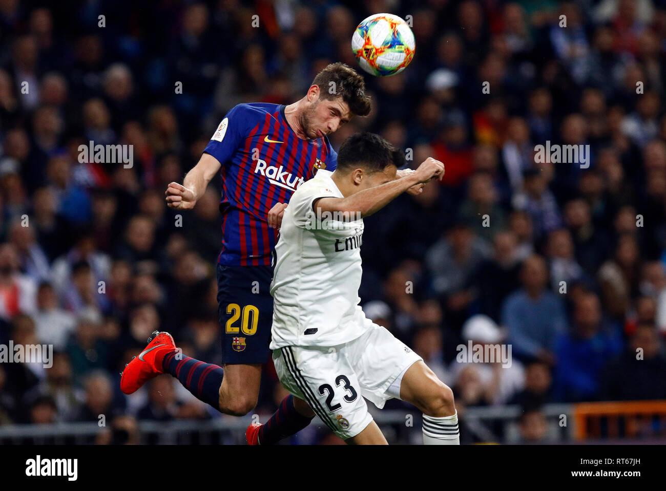 Sergi Roberto compite por el balón con Reguilon durante las semifinales de  la Copa del Rey 2d7617474001d