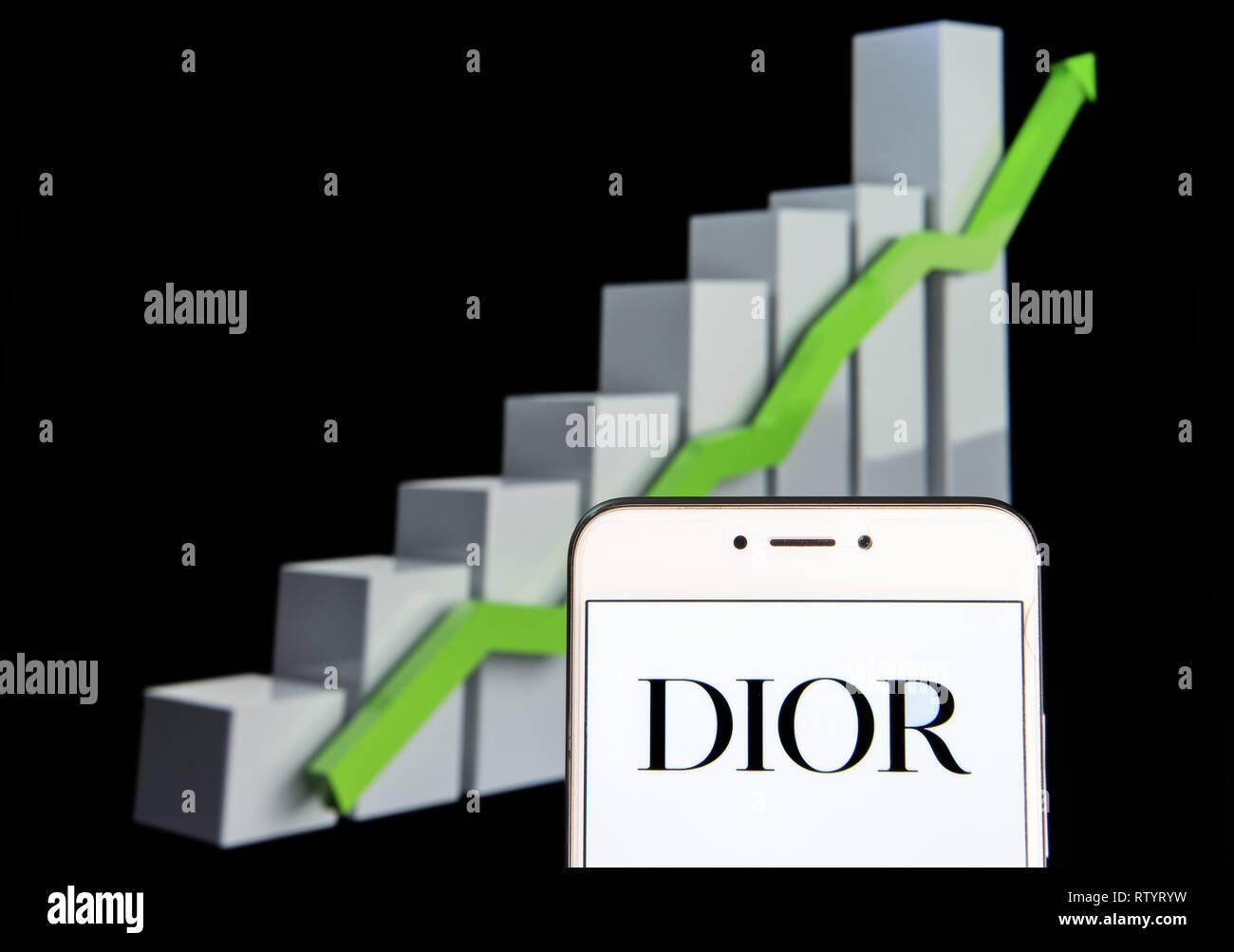 ac14dd6d2 Francés Christian Dior bienes de lujo, ropa y productos de belleza de  logotipo de marca ...