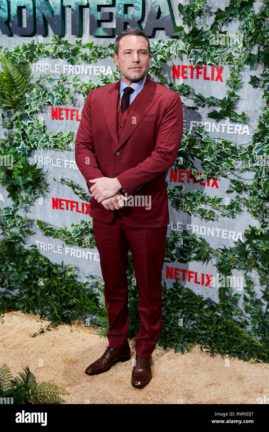 Ben Affleck asiste a la Triple Frontera premiere en el Callao a las luces de la ciudad de Madrid. Foto de stock