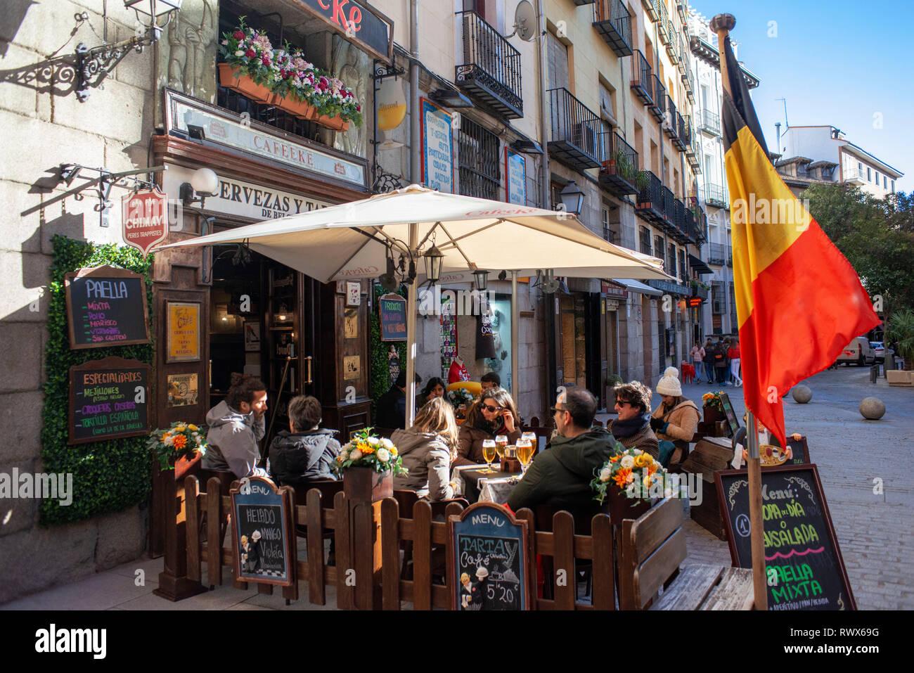 Terrazas Bares Y Restaurantes Al Lado Del Arco De Los