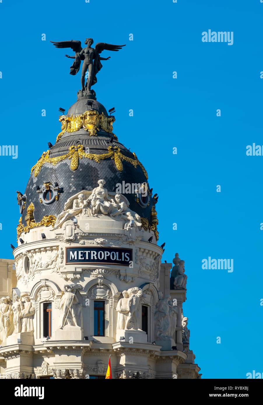 Madrid edificio Metrópolis histórica en la esquina de la Calle de Alcalá y la Gran Vía, Madrid, España. Imagen De Stock