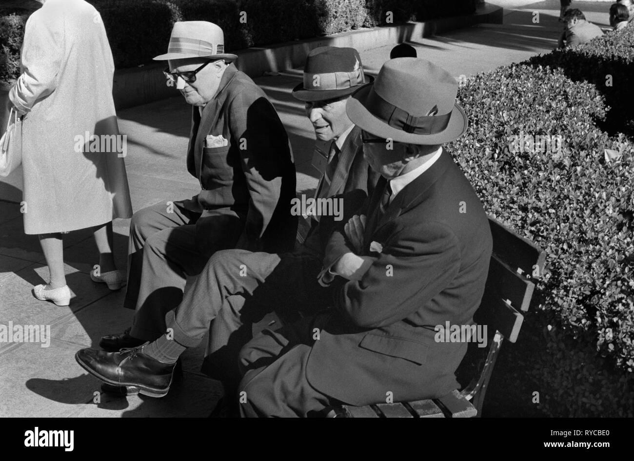 San Francisco, California, EE.UU. 1960 1969. Hombre vestido con nariz guard protege contra el sol. 60S US HOMER SYKES Imagen De Stock