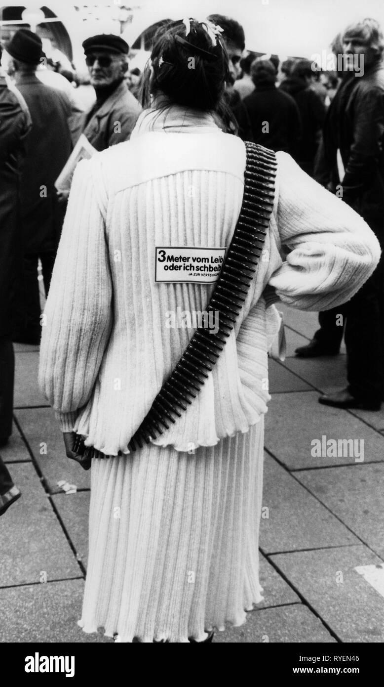 Las manifestaciones, los manifestantes por la debilidad en la lucha del movimiento por la paz, demostración de Munich, Alemania, 22.10.1983, Additional-Rights-Clearance-Info-Not-Available Imagen De Stock