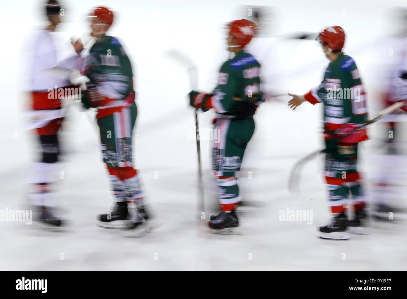 Coincidencia de Hockey sobre hielo. Fair Play. Megeve. Francia. Imagen De Stock