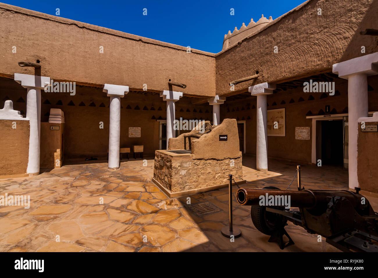 El patio interior de la Masmak Fort, Riad Imagen De Stock