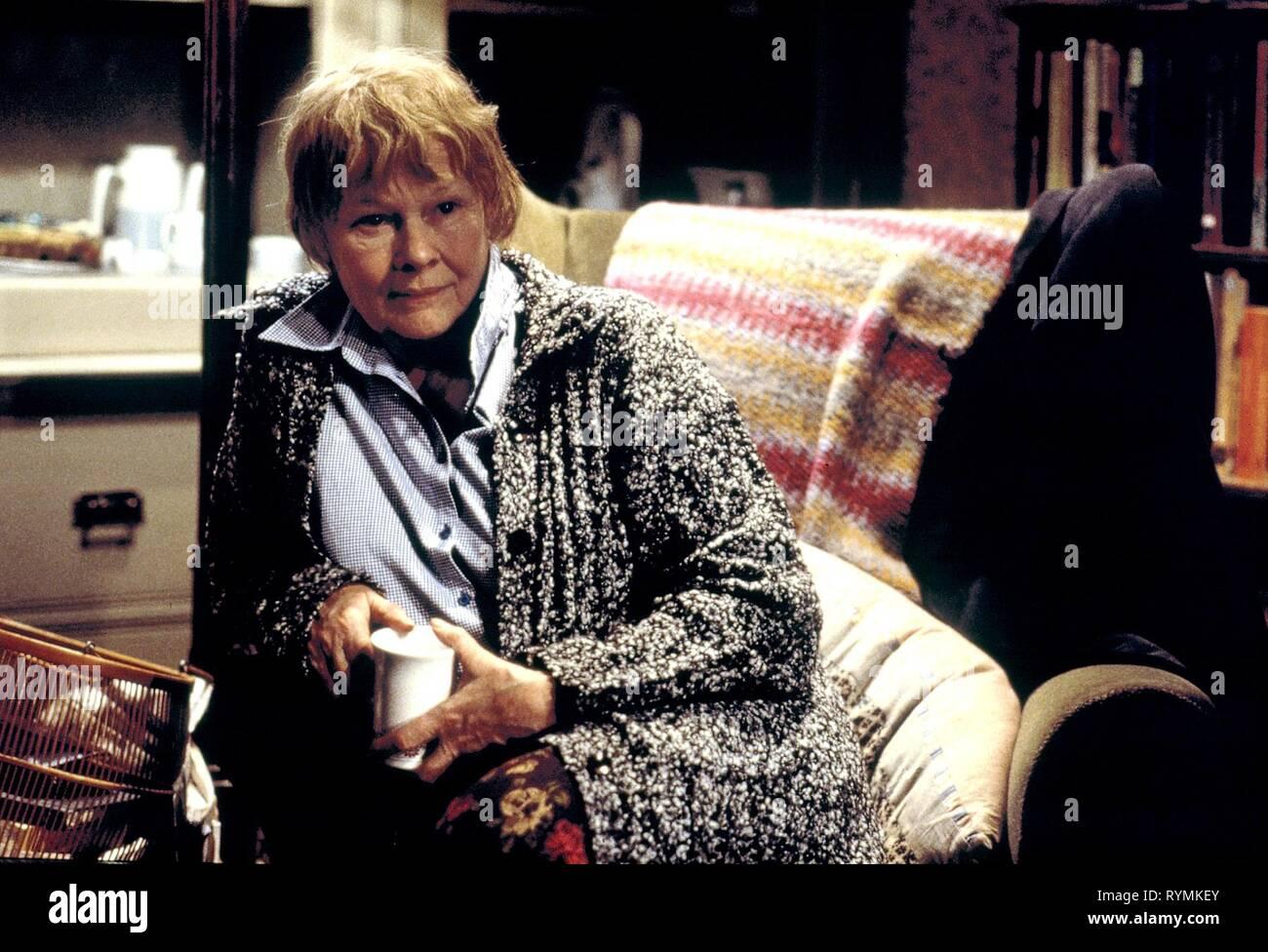 JUDI DENCH, Iris, 2001 Foto de stock
