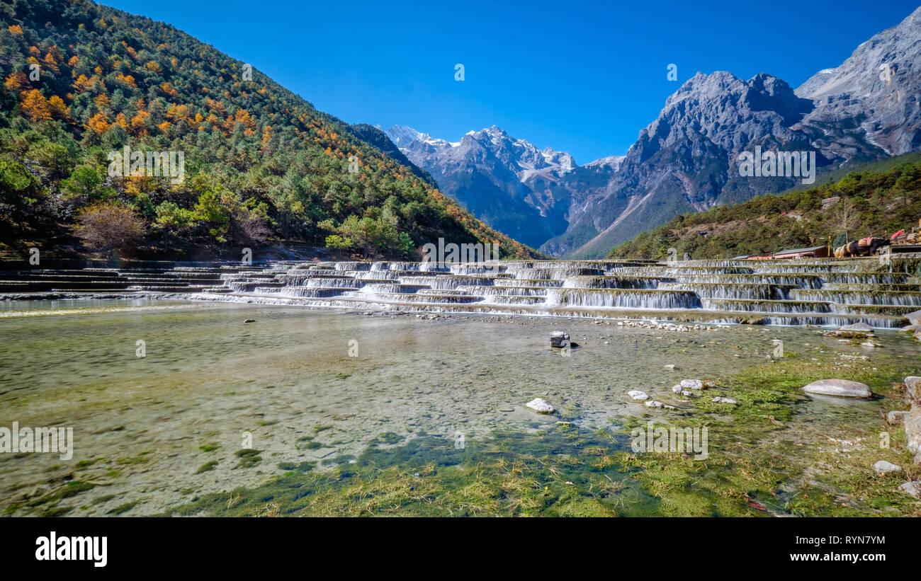 Terrazas Fluviales Escalonadas De Blue Moon Valley Con La