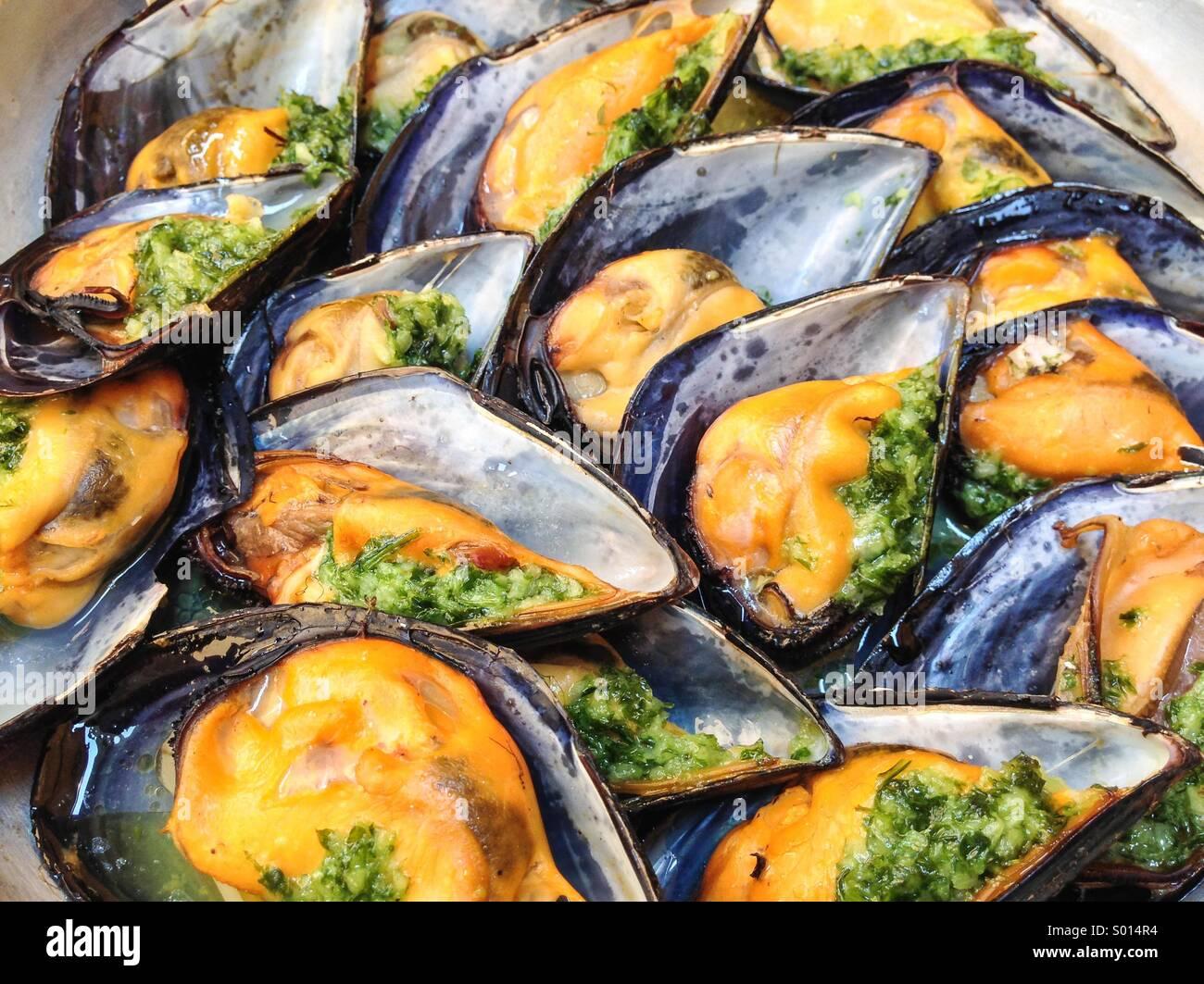 Mejillones con la alcachofa comida de mar Imagen De Stock