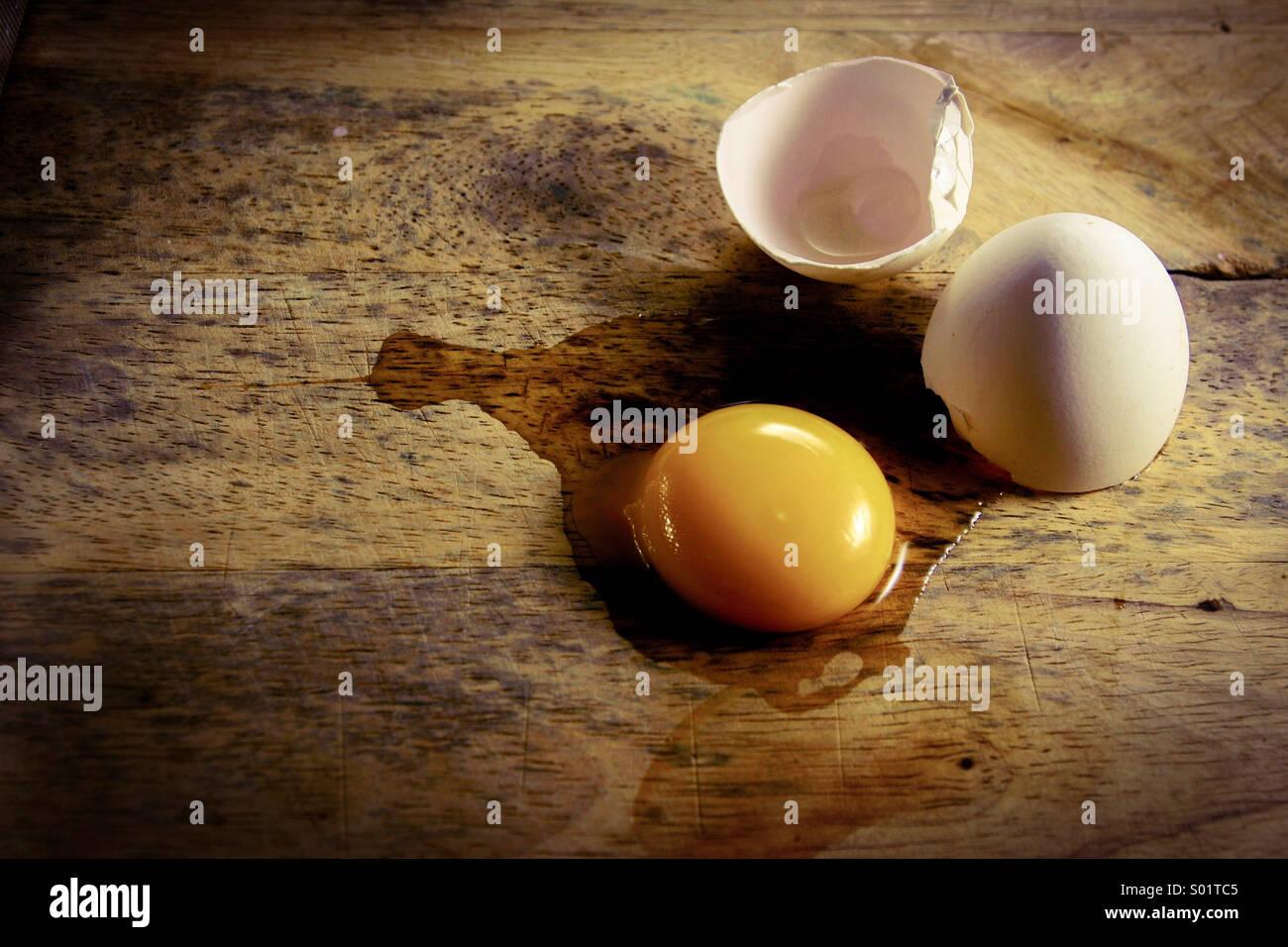 Huevo agrietado Imagen De Stock