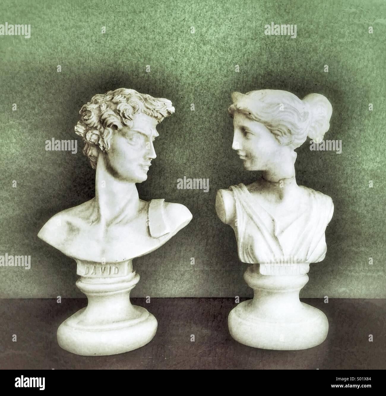 Feliz pareja de estatuas, hombre y mujer, concepto Imagen De Stock