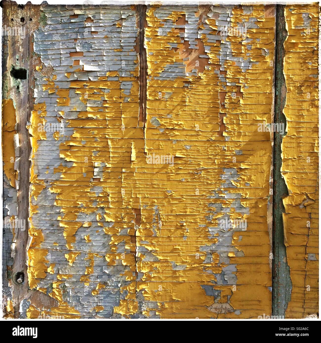Panel de madera con pintura desconchada en el fondo Imagen De Stock