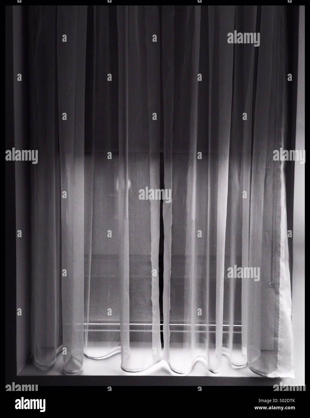 Iphone im genes de stock iphone fotos de stock alamy - Cortinas en blanco y negro ...